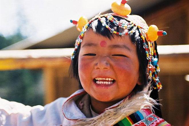 """Phương pháp giáo dục trẻ nhỏ của Tây Tạng: """"1 tuổi coi là vua, 5 tuổi là nô lệ"""", nghe thì ngược đời nhưng càng ngẫm càng thấy đúng - Ảnh 2."""