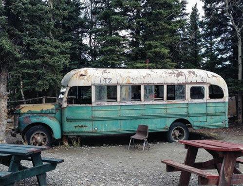 Bức ảnh chàng trai gầy gò chỉ còn 30kg ngồi trước chiếc xe buýt cũ nát và câu chuyện hành trình hoang dã dẫn đến cái chết thảm gây tranh cãi suốt hàng chục năm - Ảnh 5.