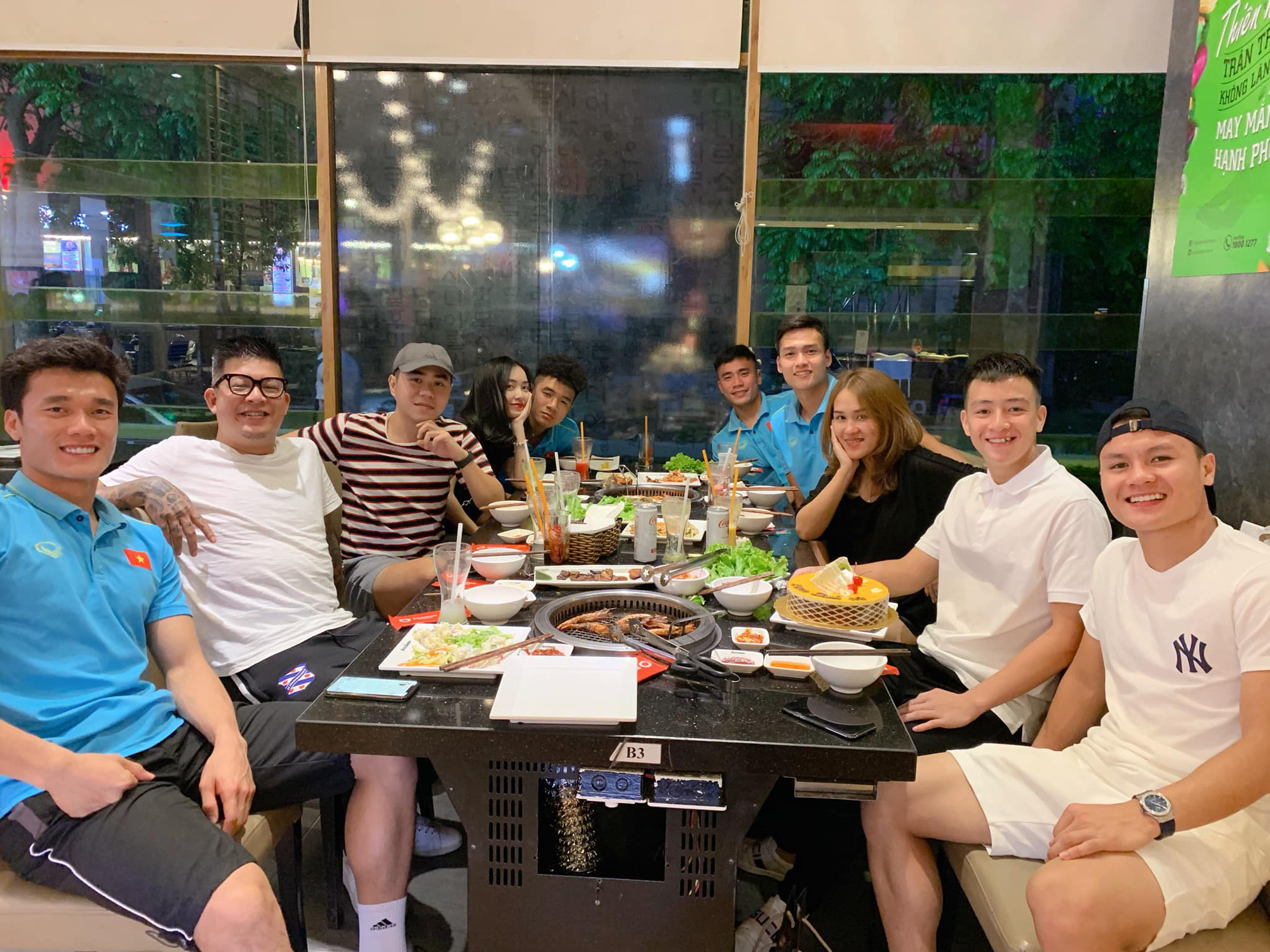 Người anh của Quang Hải trong tin nhắn hacker tiết lộ: Thường xuyên xuất hiện tại nhiều cuộc vui, bữa tiệc của cầu thủ nổi tiếng - Ảnh 7.