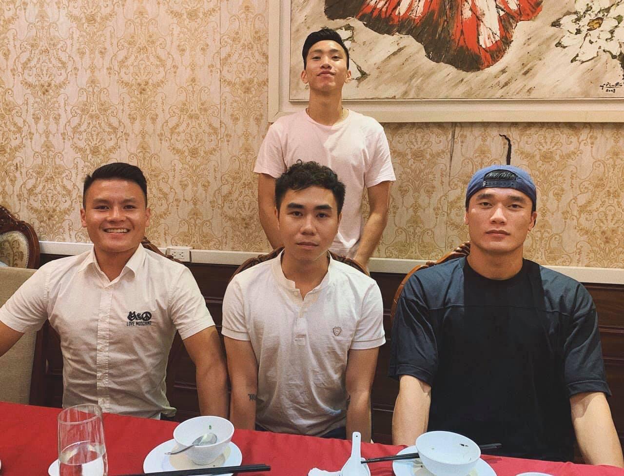 Người anh của Quang Hải trong tin nhắn hacker tiết lộ: Thường xuyên xuất hiện tại nhiều cuộc vui, bữa tiệc của cầu thủ nổi tiếng - Ảnh 6.