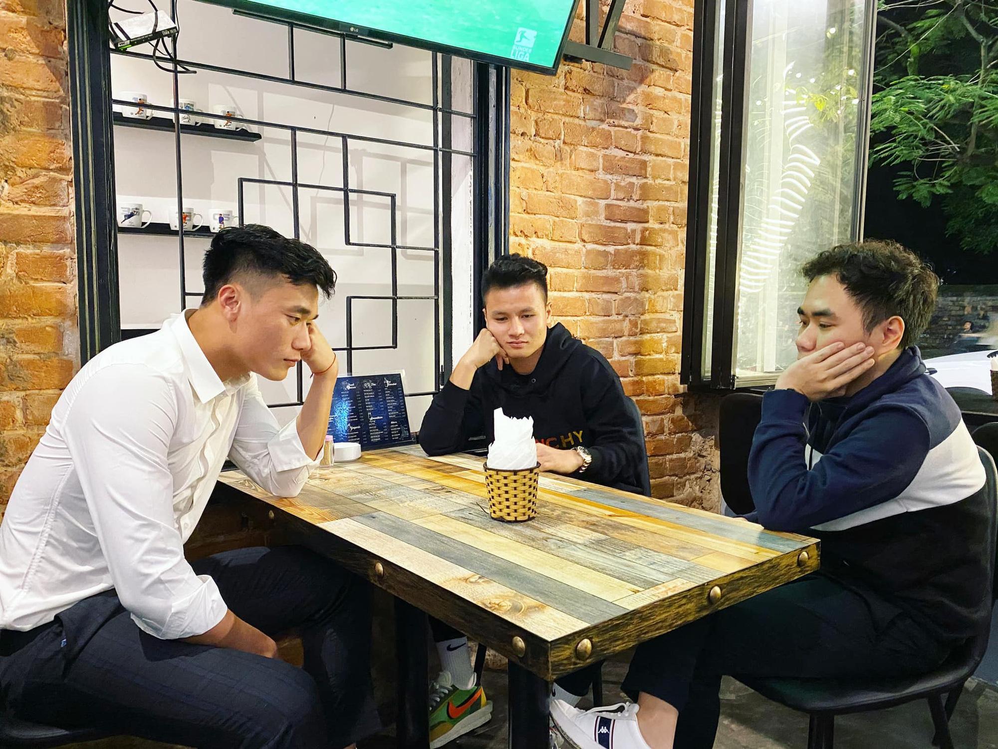 Người anh của Quang Hải trong tin nhắn hacker tiết lộ: Thường xuyên xuất hiện tại nhiều cuộc vui, bữa tiệc của cầu thủ nổi tiếng - Ảnh 2.