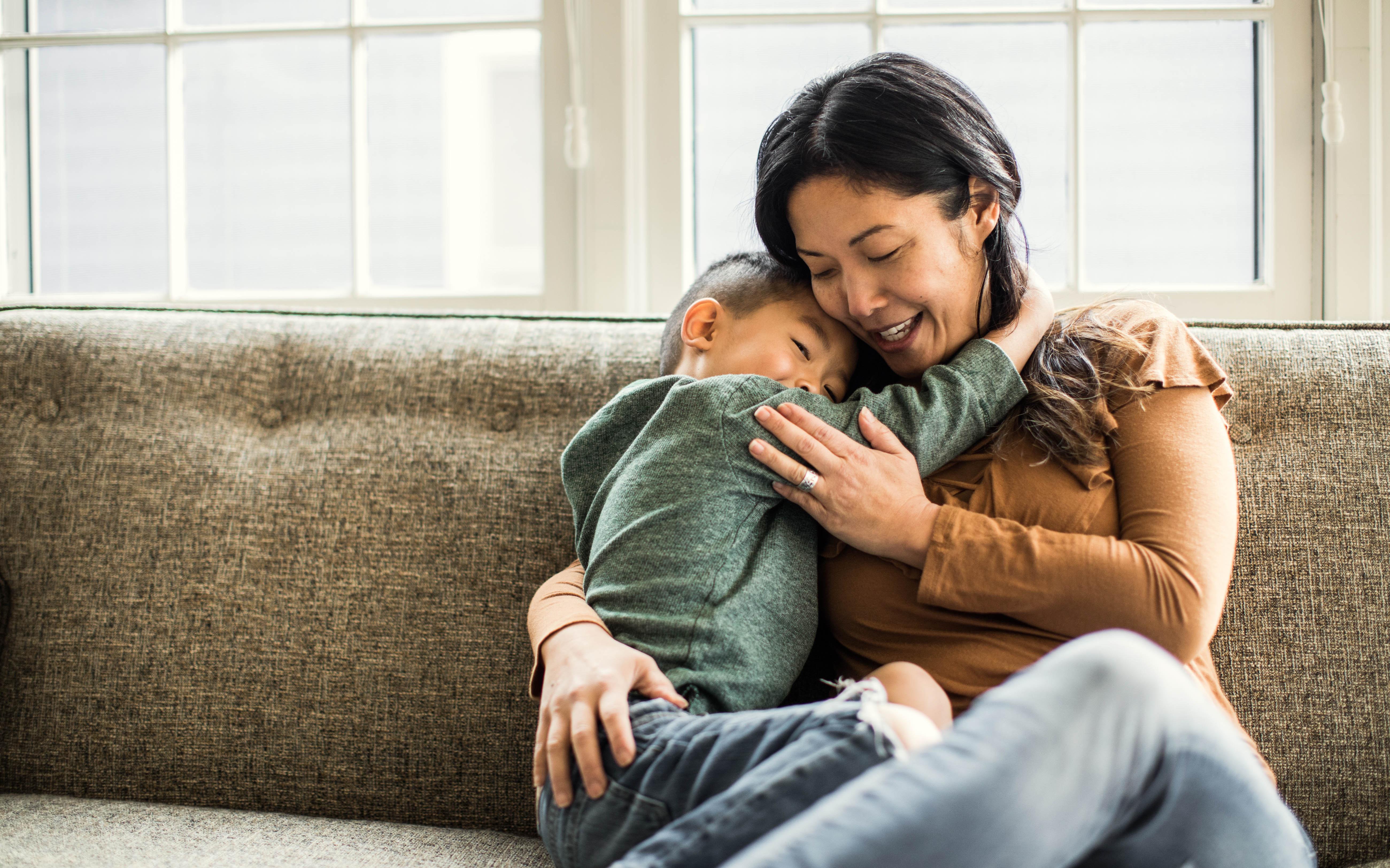 Mỗi ngày cha mẹ chỉ cần làm vài hành động đặc biệt này là đủ ghi điểm hơn bất kỳ thần tượng nào của con