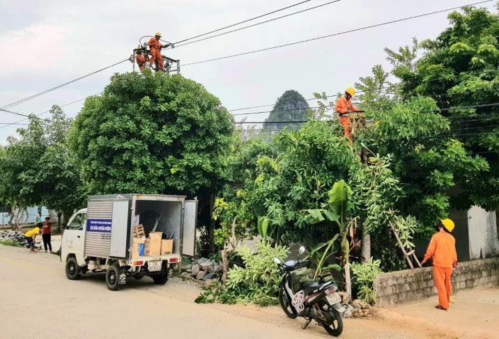 Đình chỉ công tác 2 lãnh đạo Điện lực Quảng Bình vì ghi nhầm tiền điện khách hàng tăng gấp 33 lần - Ảnh 2.