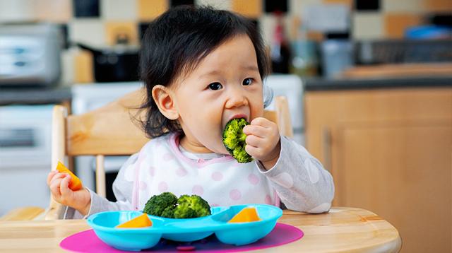 Bác sĩ liệt kê những việc cần thiết nhất định mẹ phải làm cho con trong 12 tháng đầu đời, cùng kiểm tra xem mẹ đã làm đủ chưa nhé - Ảnh 4.