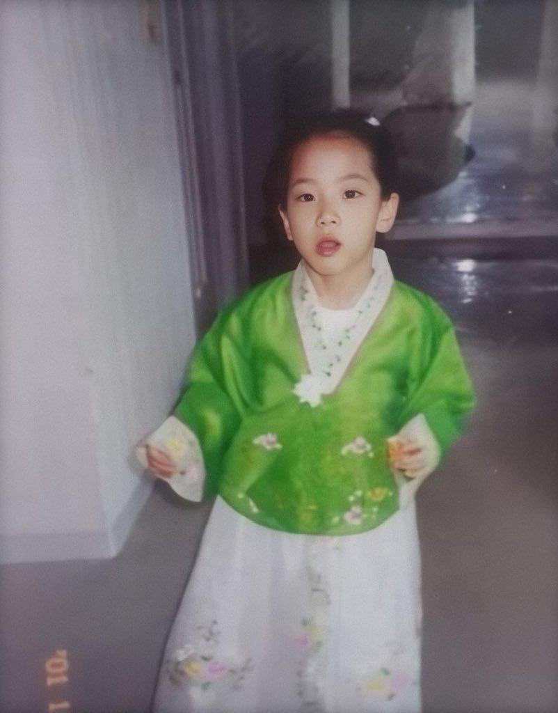 Netizen Hàn phát sốt với hành trình trưởng thành của Jisoo (BLACKPINK): Từ bé đến lớn chưa từng biết xấu là gì! - Ảnh 1.
