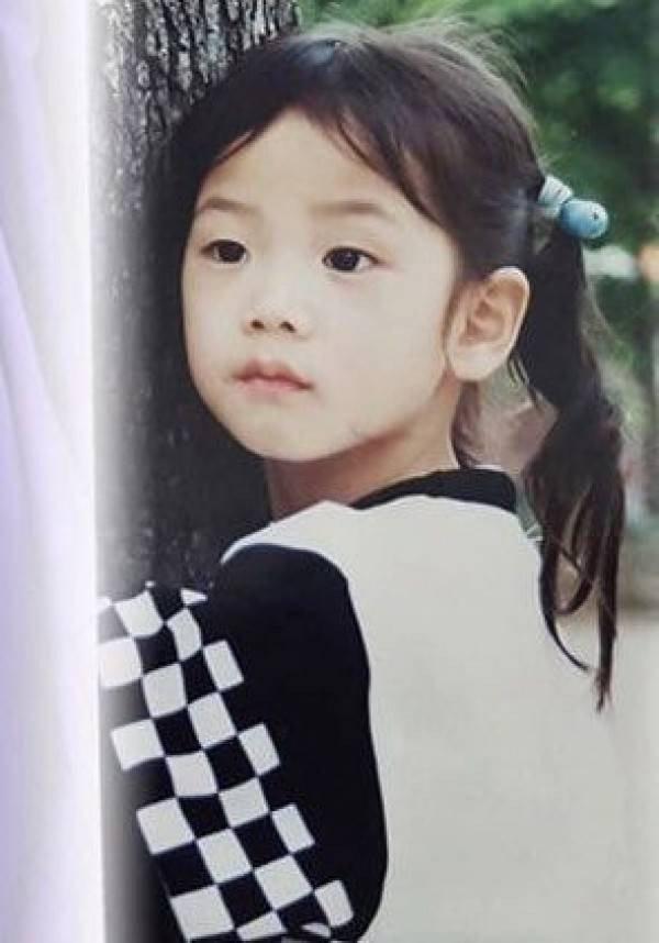 Netizen Hàn phát sốt với hành trình trưởng thành của Jisoo (BLACKPINK): Từ bé đến lớn chưa từng biết xấu là gì! - Ảnh 2.