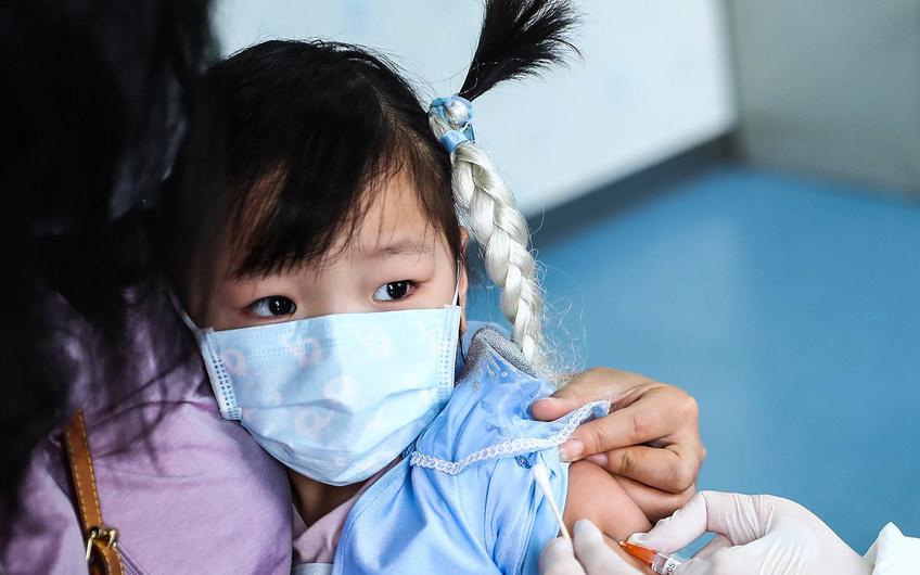 Một trẻ tử vong và hơn 1 nghìn người phải cách ly vì bệnh bạch hầu: Các mẹ có con nhỏ nhớ cho con đi tiêm chủng đầy đủ!
