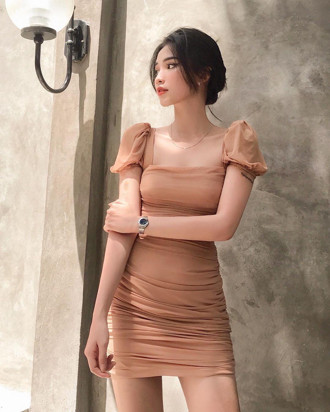 """Vừa che được bắp tay to còn """"hack tuổi"""" đáng kể, bảo sao cả loạt mỹ nhân Vbiz đều đang thi nhau diện kiểu váy áo này - Ảnh 13."""