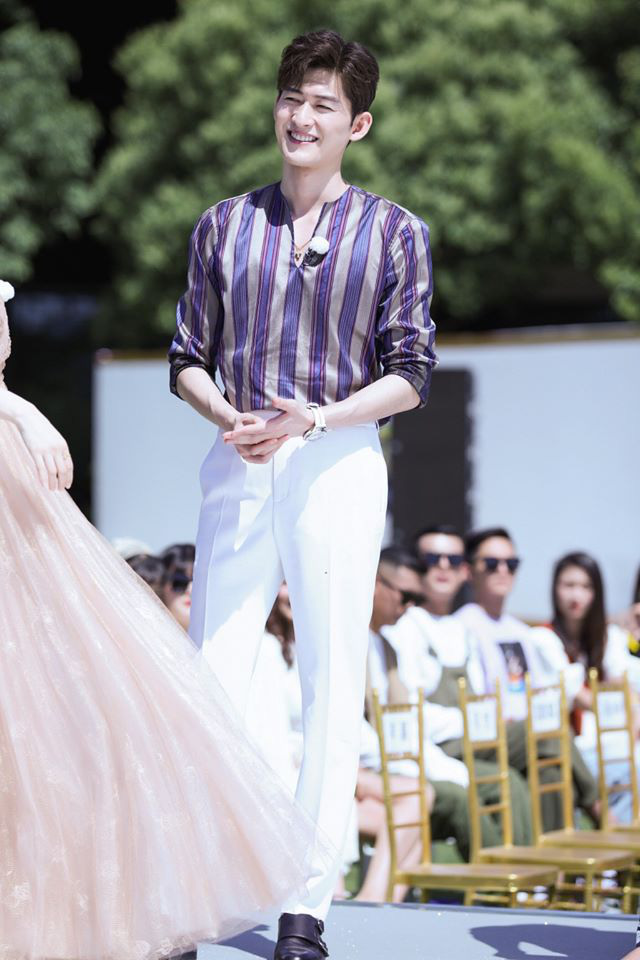 Running Man bản Trung tổ chức fashion show quái dị: Angela Baby khoe đường cong, Thái Từ Khôn mặc cái gì thế này? - Ảnh 7.