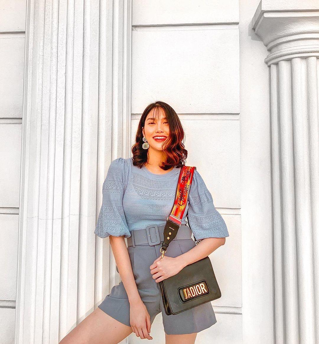 """Vừa che được bắp tay to còn """"hack tuổi"""" đáng kể, bảo sao cả loạt mỹ nhân Vbiz đều đang thi nhau diện kiểu váy áo này - Ảnh 5."""