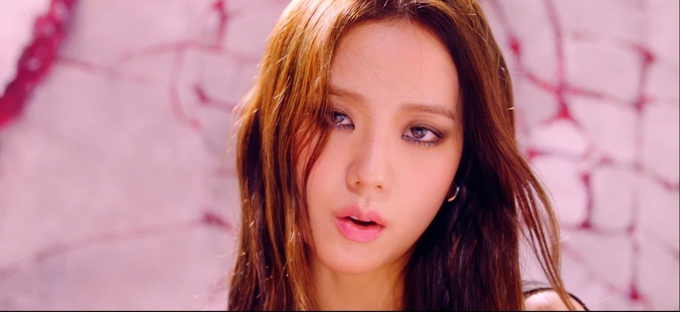"""Jisoo (Black Pink) hay bị chê """"nhạt"""" nhưng nếu điểm lại hình ảnh của cô trong How You Like That thì ai cũng phải câm nín - Ảnh 5."""
