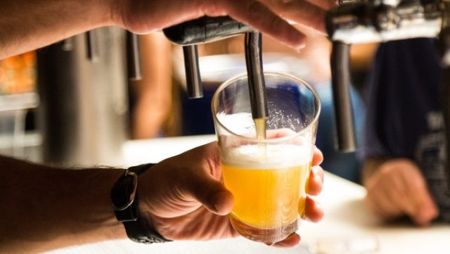 Uống 10 lon bia, người đàn ông bí tiểu kéo dài 18 tiếng, kết quả chẩn đoán thủng bàng quang - Ảnh 1.