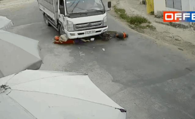"""Cô gái trẻ ngã bắn vào gầm xe tải, pha xử lý của tài xế khiến nhiều người """"đứng tim"""" - Ảnh 2."""