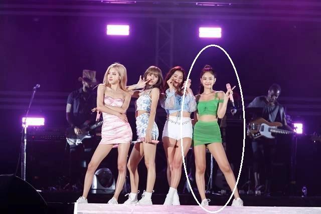 Tác giả của hàng loạt pha lên đồ bão tố cho Black Pink, chính thức rời YG kết thúc chuỗi ngày 4 chị em bị phân biệt đối xử - Ảnh 2.