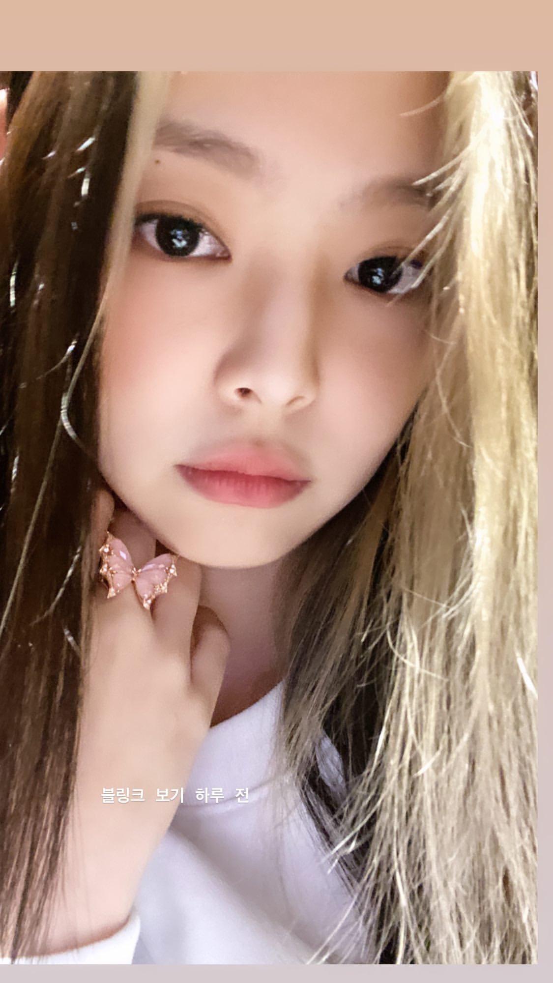 """Trước thềm Black Pink comeback, cứ tưởng Jennie bị """"dí"""" cho nhẫn đồ chơi rẻ tiền mà đến khi bóc giá thì ai cũng choáng - Ảnh 1."""