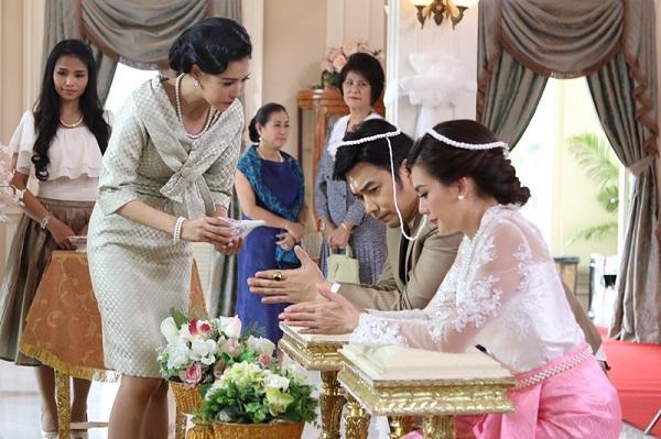 Biết vàng mẹ chồng trao là đồ giả, tôi vẫn niềm nở đón nhận nhưng hôn lễ chưa kết thúc đã ghé tai thì thầm khiến bà tái mặt - Ảnh 1.