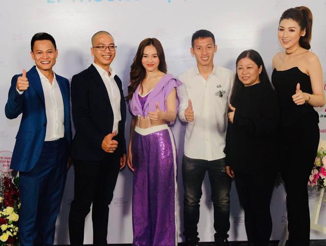 Ninh Dương Lan Ngọc ăn vận sexy khi hội ngộ fan hâm mộ Hà Nội, tiết lộ bí quyết sở hữu vòng eo 54cm - Ảnh 2.