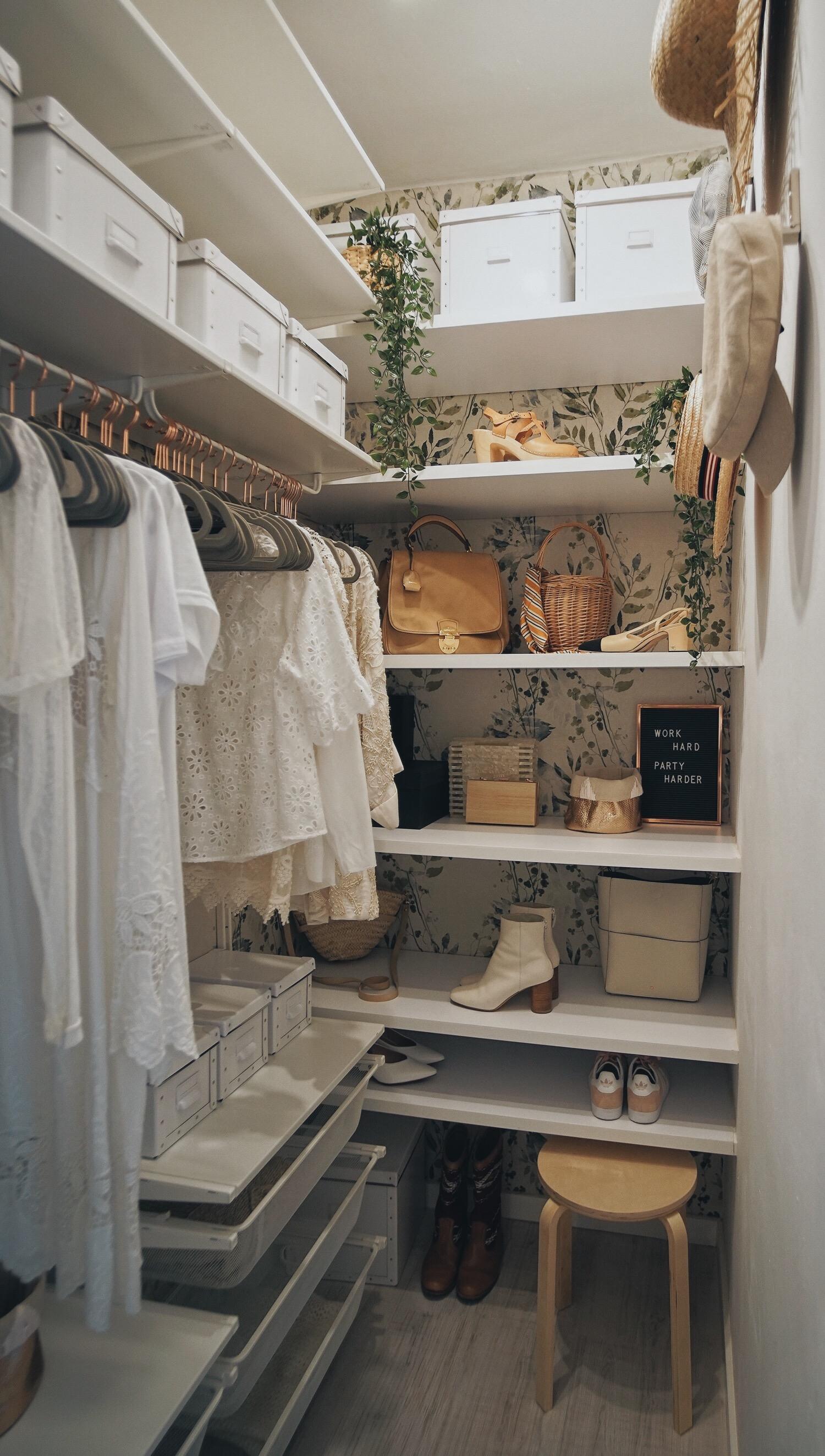Những kiểu dáng tủ quần áo vừa thời trang vừa giúp đựng được vô số đồ đạc dành cho nhà nhỏ - Ảnh 4.