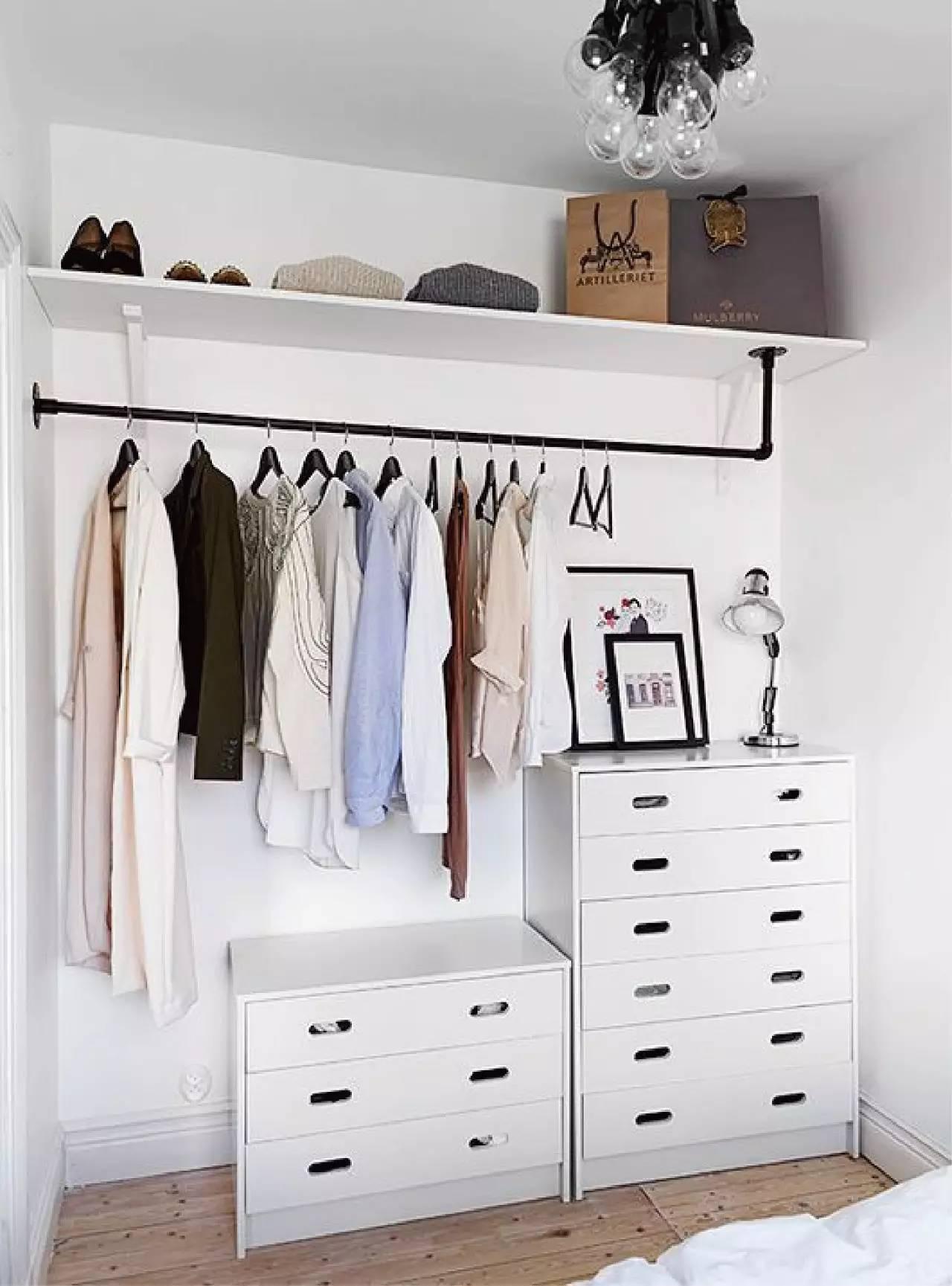 Những kiểu dáng tủ quần áo vừa thời trang vừa giúp đựng được vô số đồ đạc dành cho nhà nhỏ - Ảnh 2.