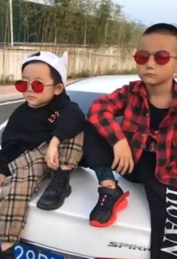 """Mẹ gửi hai """"hoàng tử"""" về quê với ông bà, tới lúc quay lại đón con cô nhìn lũ trẻ mà cô kinh hãi - Ảnh 1."""
