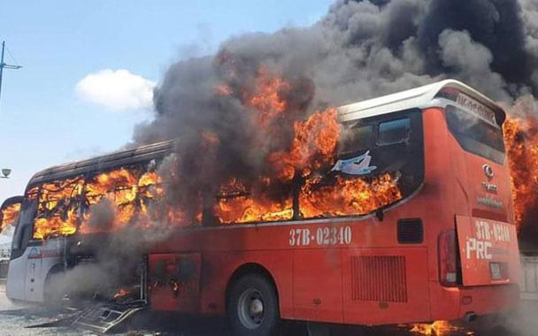 Các vụ cháy xe khách trên cao tốc, làm gì để thoát thân trong tình huống này?