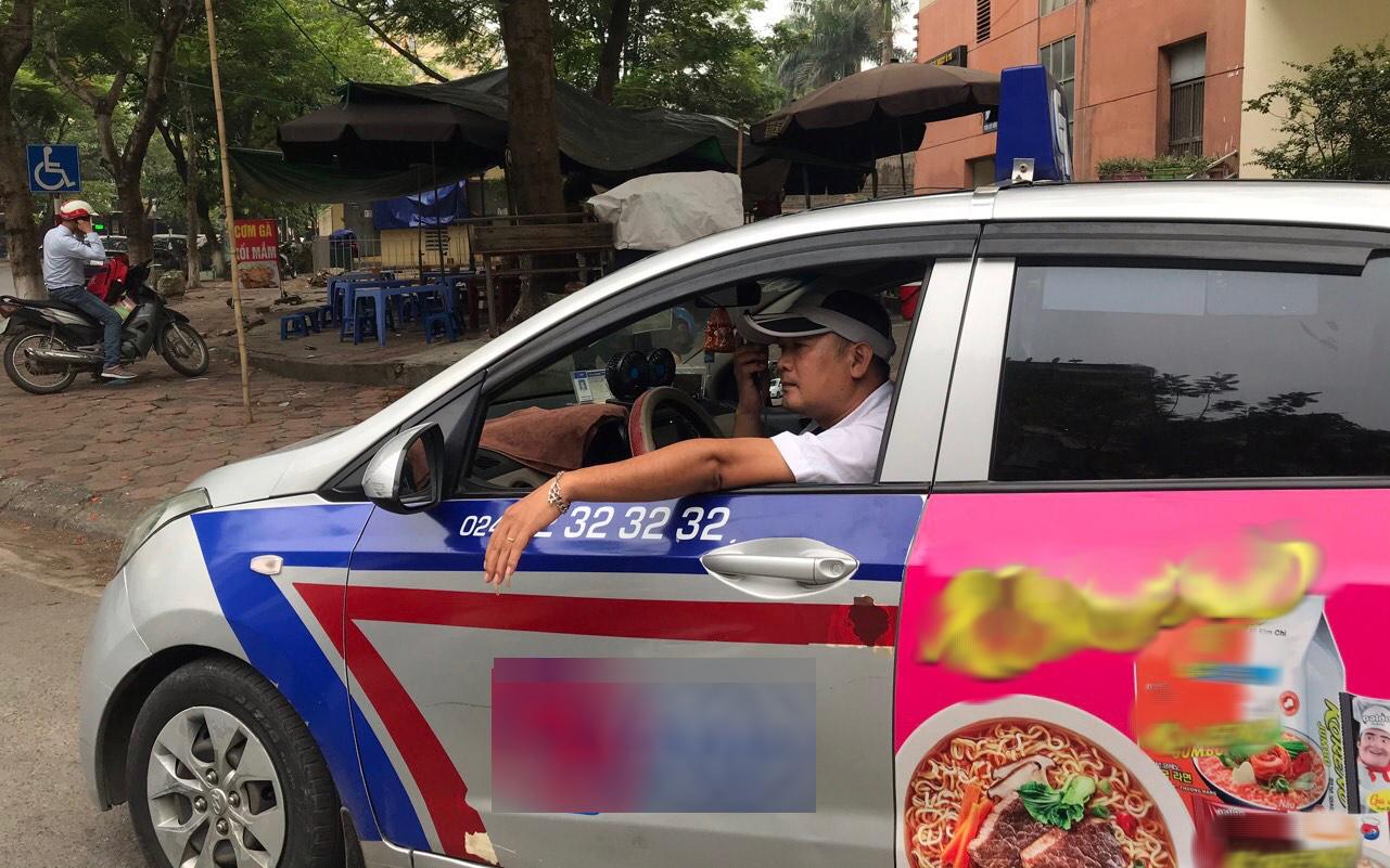 """Nghề lái taxi ăn đường ngủ chợ, """"cày"""" suốt ngày đêm mà nóng cũng không dám bật điều hòa"""