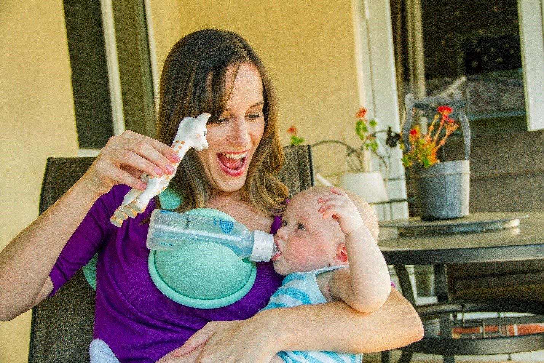 3 dụng cụ giữ bình sữa thần kỳ cho bé tự bú dễ dàng, mẹ rảnh tay mà giá chỉ khoảng 300k - Ảnh 5.