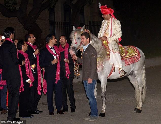 Tỷ phú giàu nhất nhì thế giới mạnh tay vung gần 1.500 tỷ đồng cho con gái làm đám cưới to nhất hành tinh, 7 năm sau hôn lễ trong mơ ấy là kết cục không ai ngờ - Ảnh 2.
