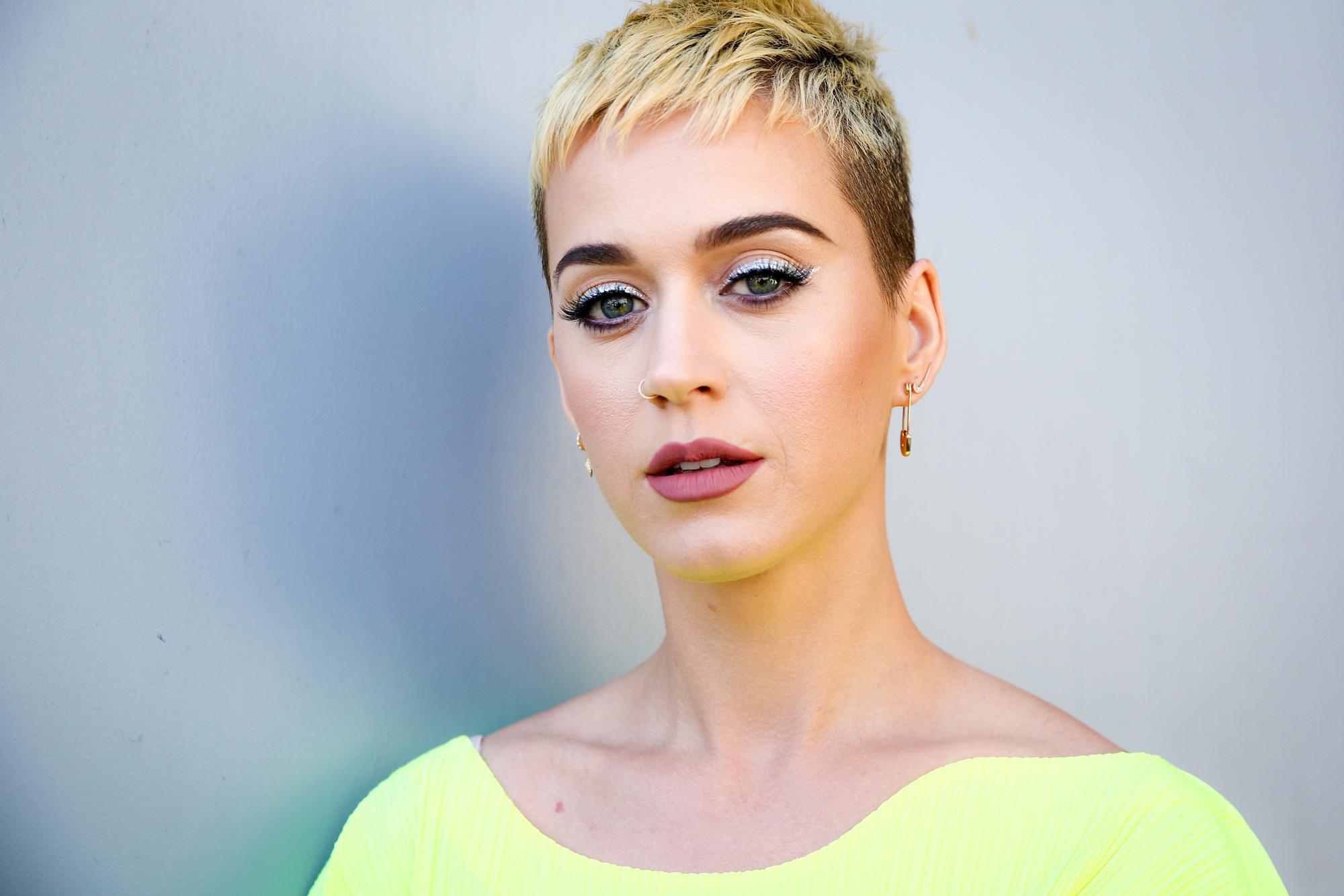 Bà bầu Katy Perry tiết lộ từng muốn tự tử khi chia tay vị hôn phu 2 năm trước và album không đạt thành tích tốt - Ảnh 1.