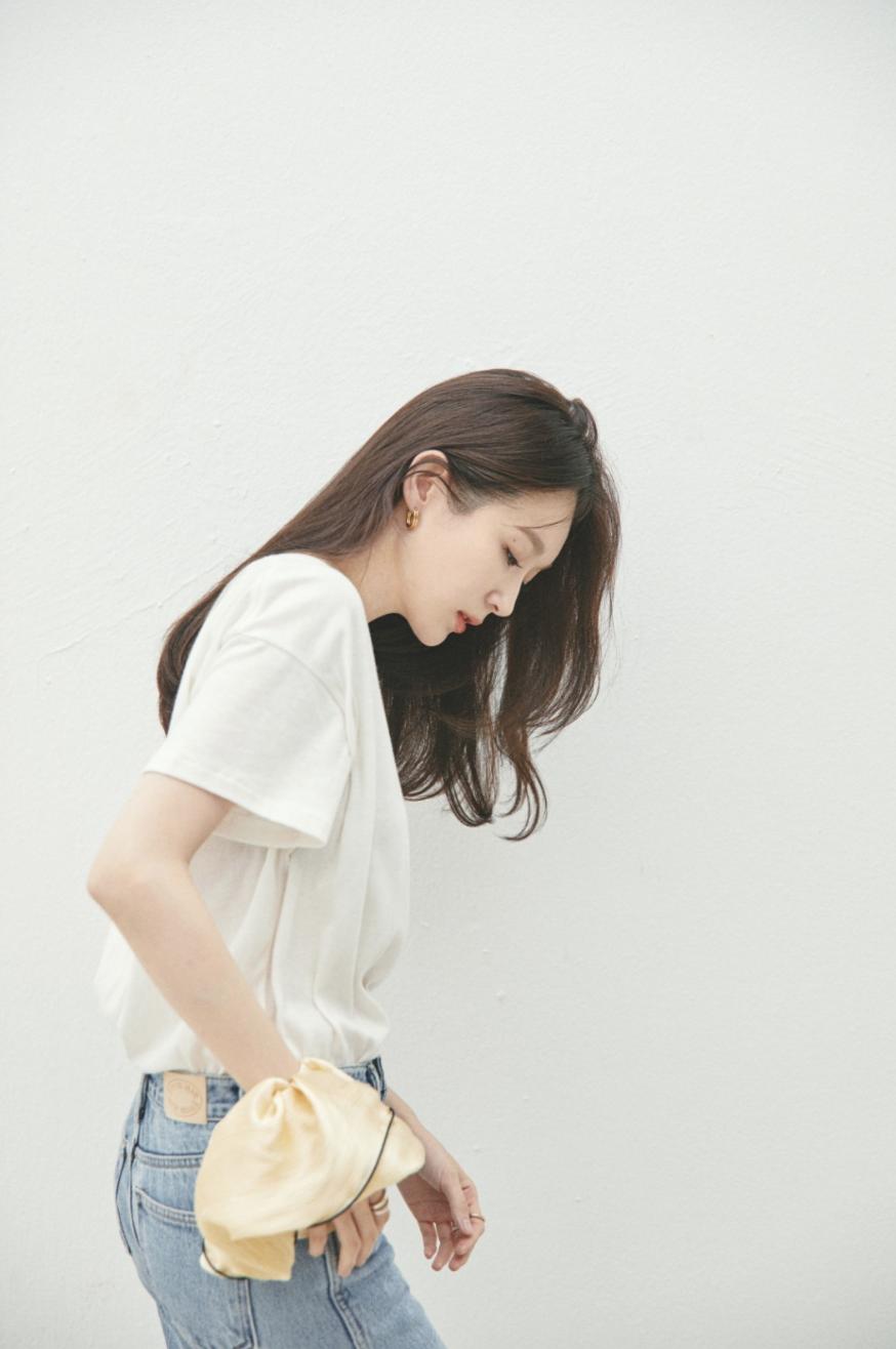 Thành viên nhóm Davichi mở thương hiệu riêng nhưng lại bị chỉ trích vì bán quá đắt: Chun buộc tóc vải giá sương sương 1,1 triệu  - Ảnh 1.