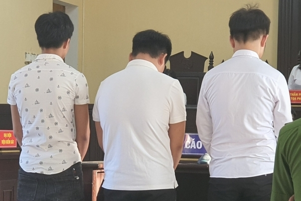 3 gã trai trẻ ngang ngược sàm sỡ, cướp tài sản của nữ du khách, làm xấu hình ảnh Hội An - Ảnh 1.