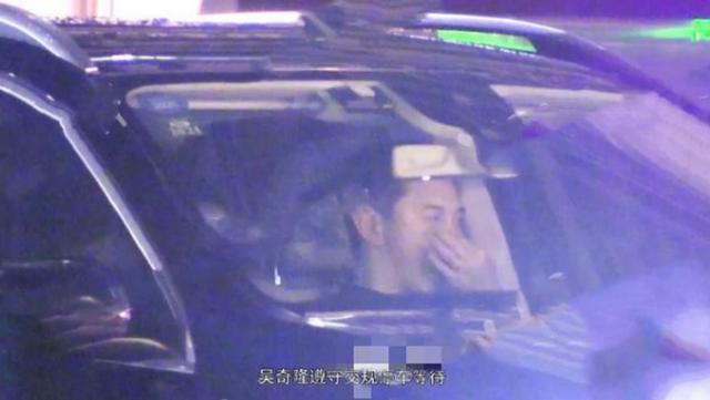 Rời khỏi sân bay, Ngô Kỳ Long lập tức lái xe đến khách sạn nơi Lưu Thi Thi ở.