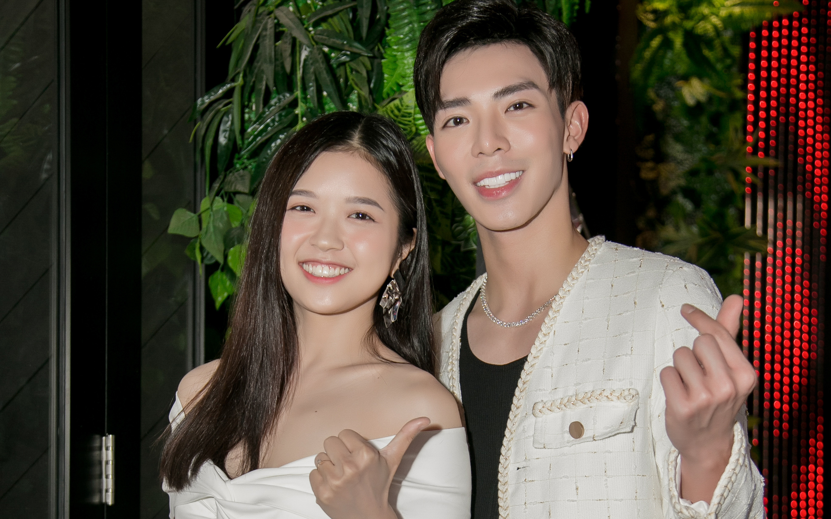 Xuất hiện cực kỳ đẹp đôi, Erik được Suni Hạ Linh khen là ''ông chồng'' hoàn hảo nhất