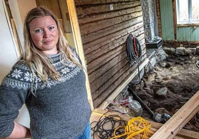 Dỡ sàn nhà lên để đặt tấm cách nhiệt, cặp vợ chồng bủn rủn khi phát hiện bấy lâu nay họ giẫm chân lên một ngôi mộ cổ kỳ bí 1.000 tuổi - Ảnh 1.