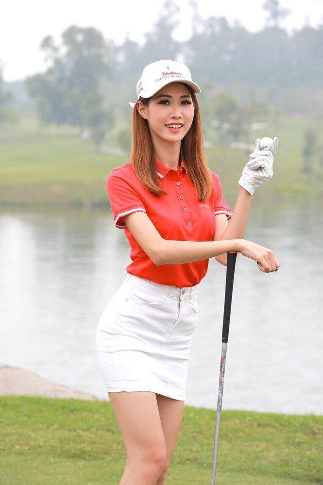 Soi học vấn người yêu các cầu thủ Việt, Huỳnh Anh - bạn gái Quang Hải từng theo học 2 ngôi trường nổi tiếng này - Ảnh 2.