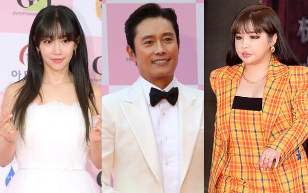 """Thảm đỏ Daejong Film Awards 2020: Park Bom (2NE1) xuất hiện với thân hình quá khổ, """"tình cũ Song Hye Kyo"""" điển trai ở tuổi 49"""