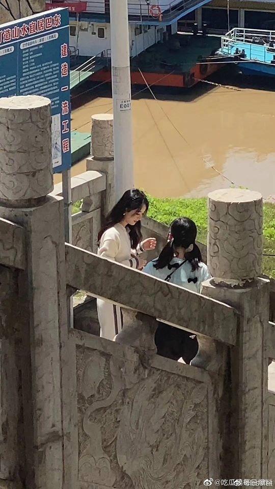"""""""Nhà hàng Trung Hoa 4"""": Triệu Lệ Dĩnh lộ ảnh rõ mặt xinh đẹp như gái 18 còn thân hình phải gọi là siêu gầy  - Ảnh 9."""