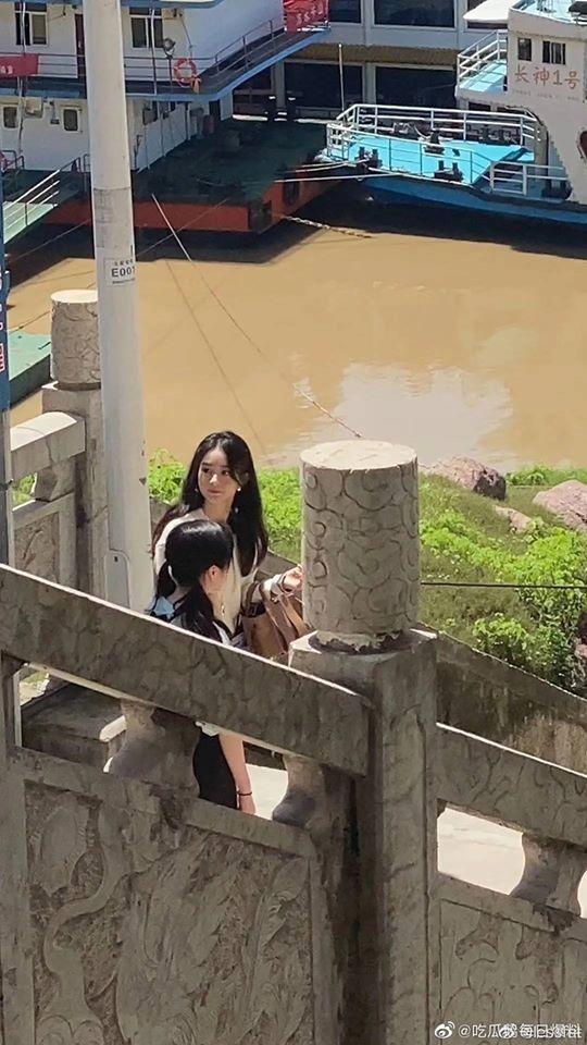 """""""Nhà hàng Trung Hoa 4"""": Triệu Lệ Dĩnh lộ ảnh rõ mặt xinh đẹp như gái 18 còn thân hình phải gọi là siêu gầy  - Ảnh 10."""