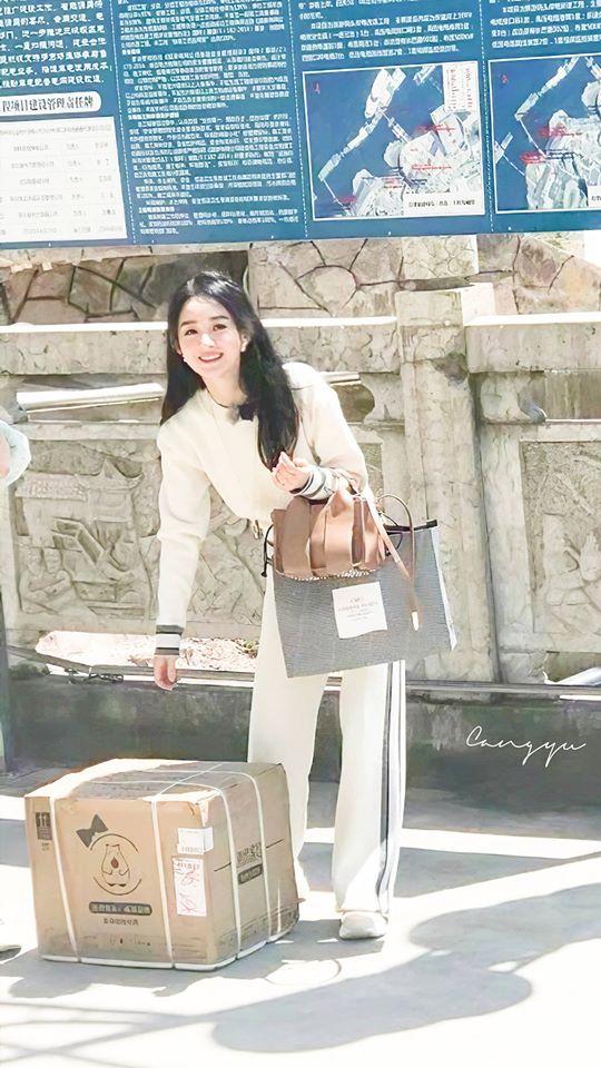 """""""Nhà hàng Trung Hoa 4"""": Triệu Lệ Dĩnh lộ ảnh rõ mặt xinh đẹp như gái 18 còn thân hình phải gọi là siêu gầy  - Ảnh 3."""