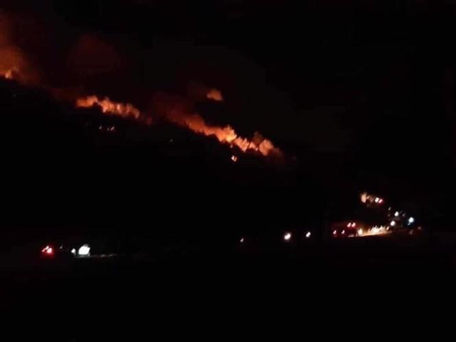 Di dời trên 200 hộ dân gần khu vực cháy rừng ở Nghệ An - Ảnh 1.