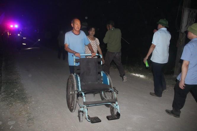 Di dời trên 200 hộ dân gần khu vực cháy rừng ở Nghệ An - Ảnh 2.