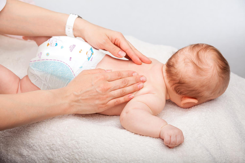Bố mẹ đã chăm sóc da trẻ sơ sinh đúng cách chưa, đọc bài viết để biết thêm lời khuyên từ bác sĩ - Ảnh 1.
