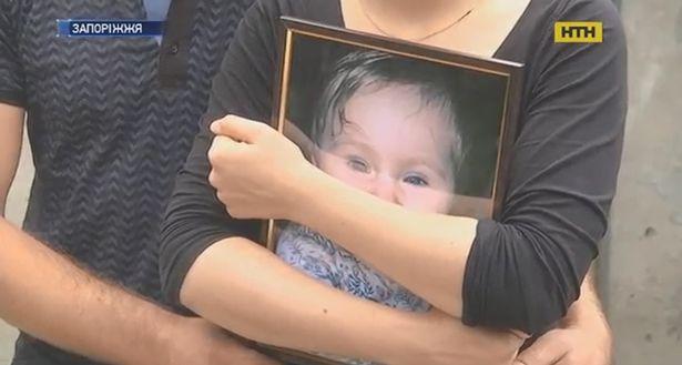 Bé gái 18 tháng tuổi ngạt thở rồi tử vong sau 1 giờ đi học, nguyên nhân do sai lầm của cô giáo khi trẻ đang nôn ói
