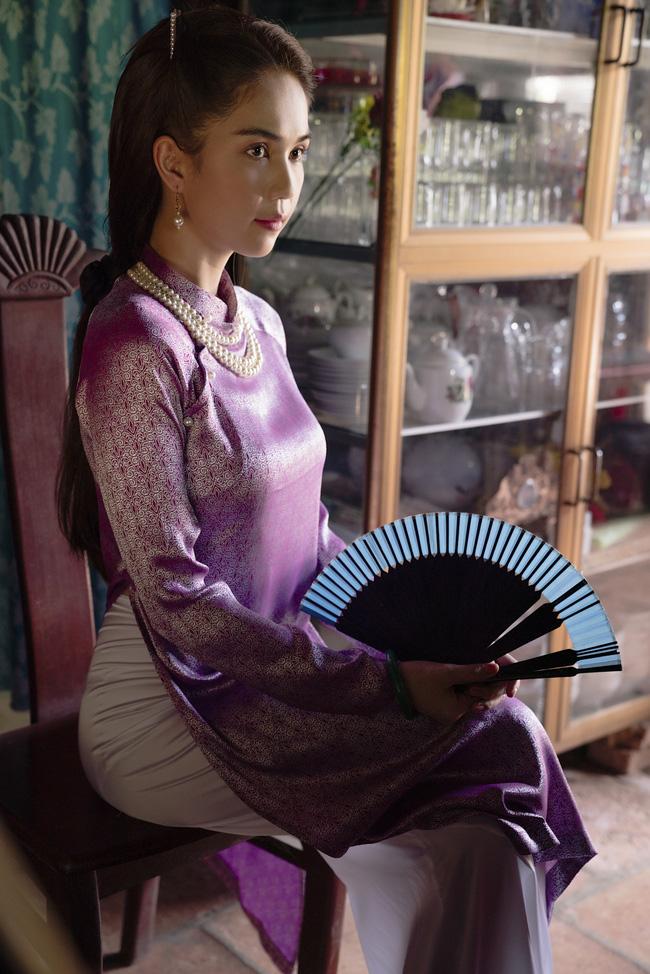 """""""Nữ hoàng nội y"""" và những lần gây thương nhớ trong tà áo dài truyền thống: Có một Ngọc Trinh kín đáo, thanh tao đẹp đế ngây người - Ảnh 1."""