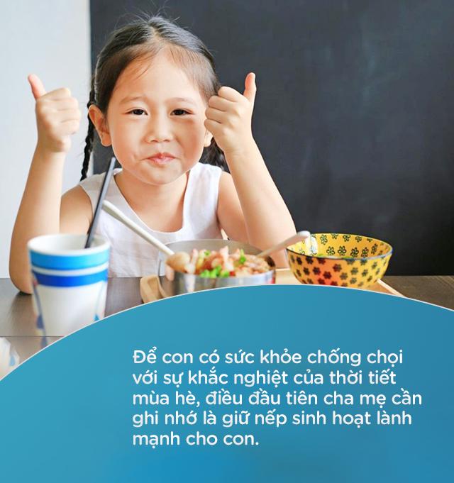 Những điều cha mẹ cần chuẩn bị cho con khi đi học vào giữa mùa hè nóng bức - Ảnh 4.