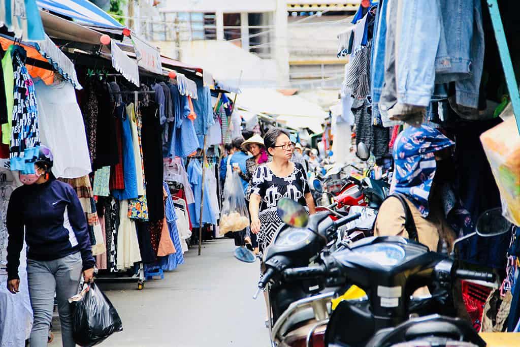 """Chủ tiệm hàng thùng 15 năm mua đồ ở chợ secondhand Đà Lạt chia sẻ kinh nghiệm giúp chị em từ vùng miền khác """"gà rù"""" mấy cũng mua được đồ ưng mang về - Ảnh 4."""