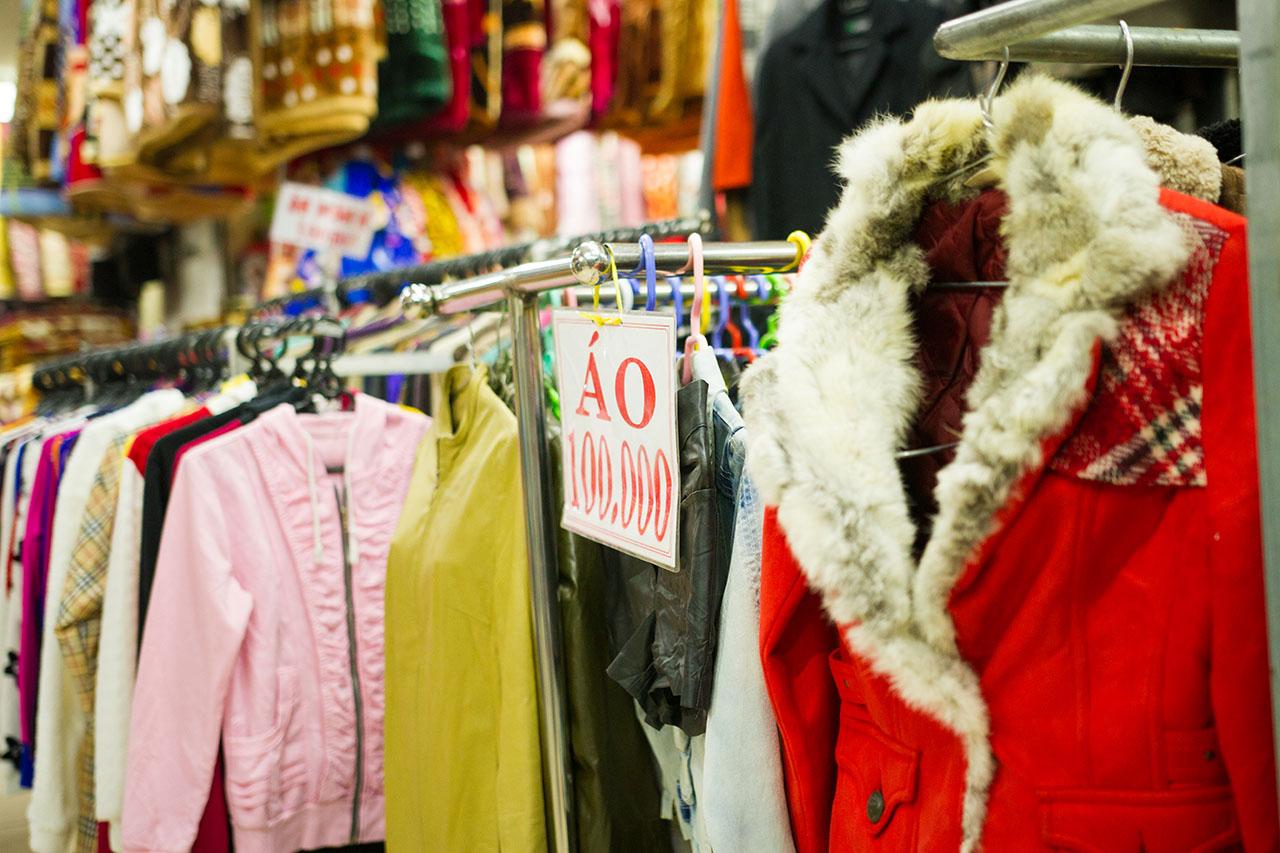 """Chủ tiệm hàng thùng 15 năm mua đồ ở chợ secondhand Đà Lạt chia sẻ kinh nghiệm giúp chị em từ vùng miền khác """"gà rù"""" mấy cũng mua được đồ ưng mang về - Ảnh 5."""