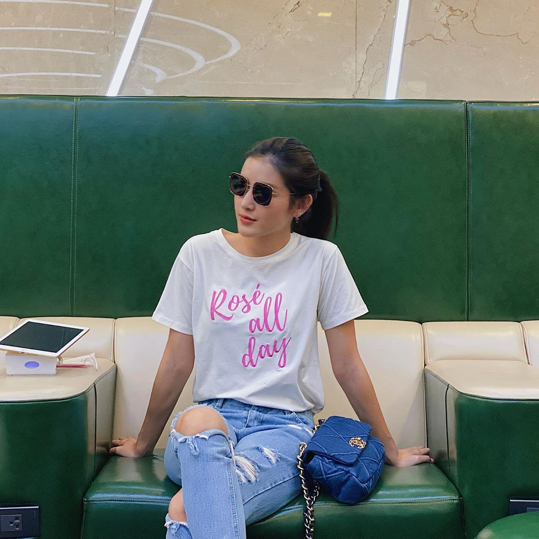 10 cách mix áo phông vừa đẹp vừa mát như sao Việt, toàn kiểu đơn giản mà nàng nào cũng có thể học theo - Ảnh 2.
