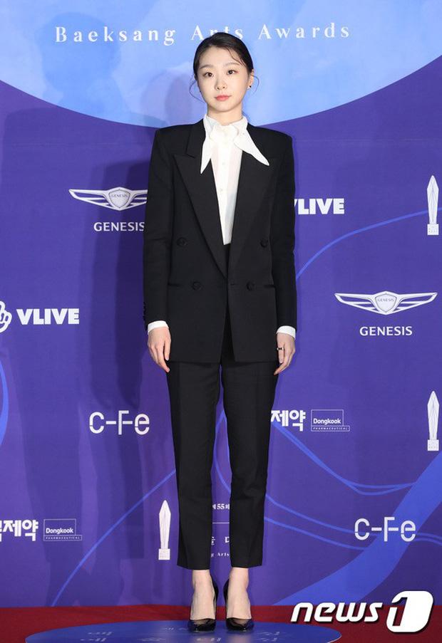 """Nữ chính Itaewon Class khiến dân tình hơi """"tụt mood"""" khi diện đầm bánh bèo toàn tập tại thảm đỏ Beasang 2020 - Ảnh 5."""