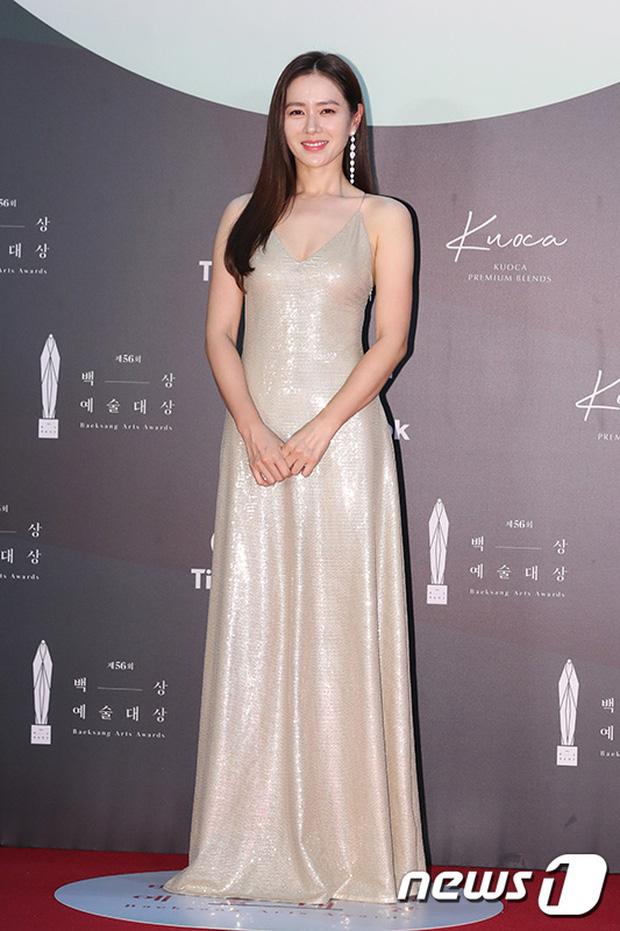 """Dù Son Ye Jin rất đẹp nhưng cô vẫn bị Suzy """"vượt mặt"""" bởi một chi tiết trang phục khi tham dự Baeksang 2020 - Ảnh 3."""
